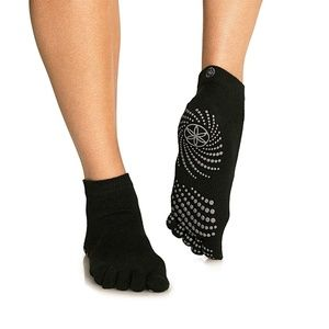 Super Grippy Yoga Socks Small Med Black with Toes